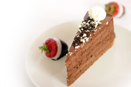 Čokoladna torta s sadjem